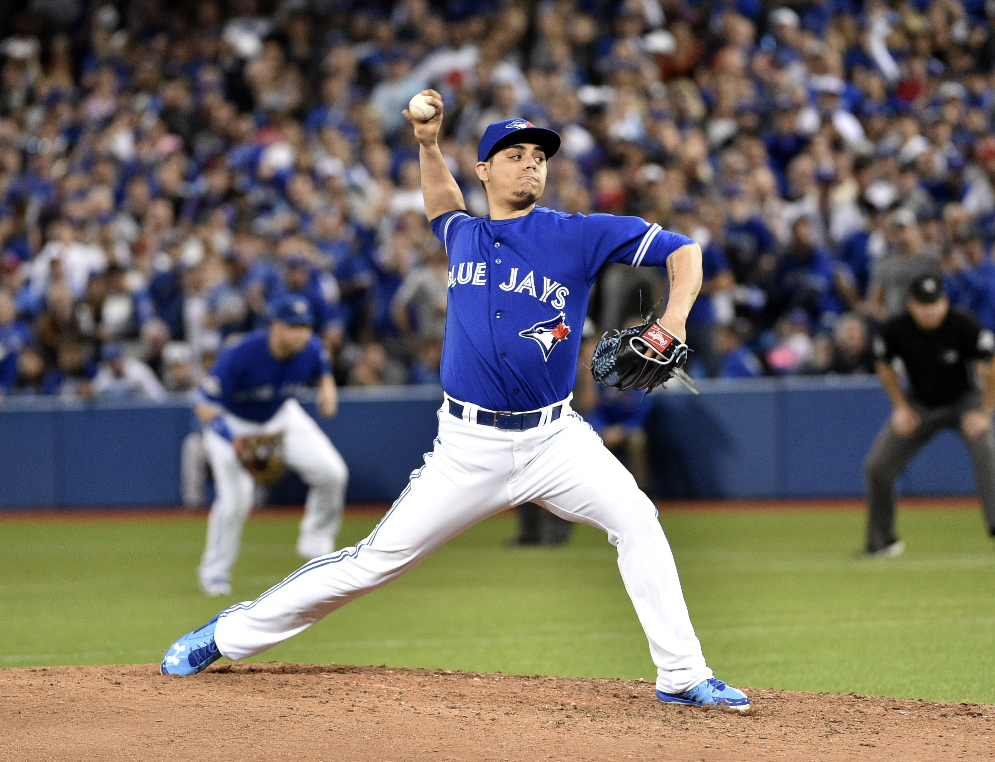 Roberto Osuna is an MLB star and a great athlete influencer endorser.